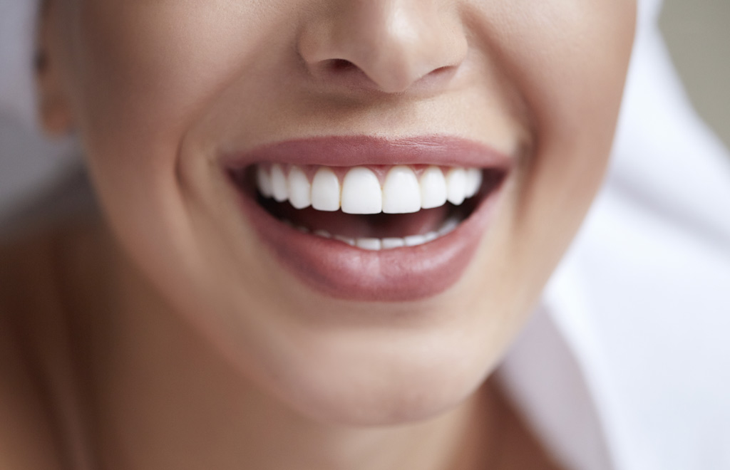 Healthy white smile close up. Beauty woman with perfect smile, l